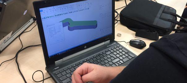 Účastníci kurzu získali základní teoretické informace o 3D tisku kovů