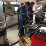 Praktický nácvik účastníků Evropské školy tvůrců v laboratoři u tiskárny SLM